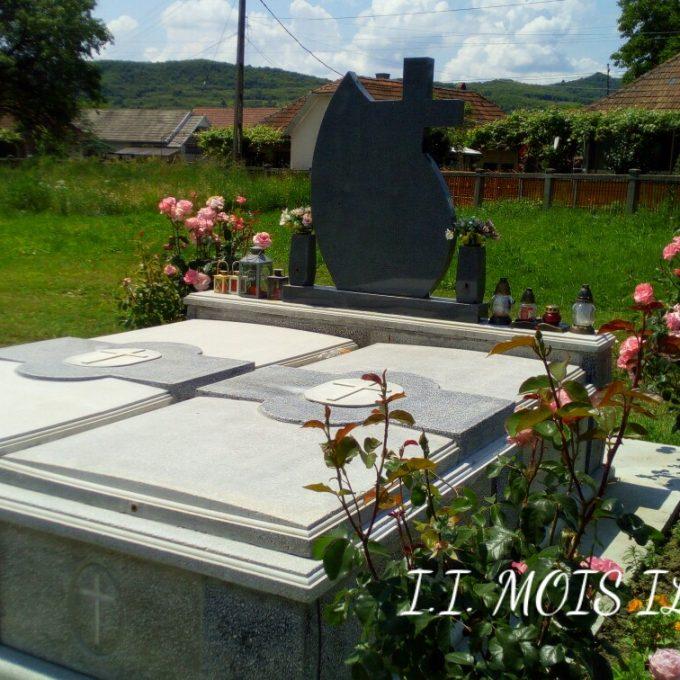 Monument Funerar Granit Gri si Capace Mozaic 2