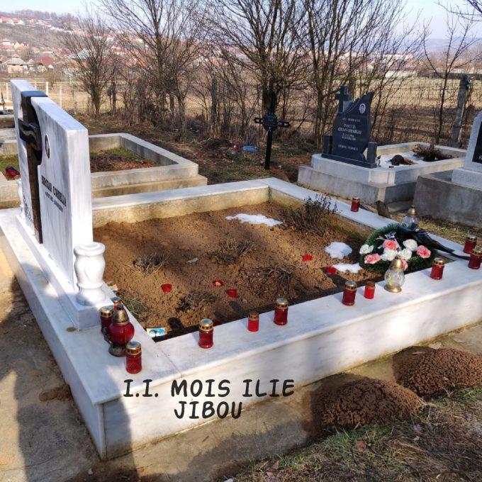 Monument Maramura Alba + Cruce Granit Negru + Cadru Marmura Alba Model 1
