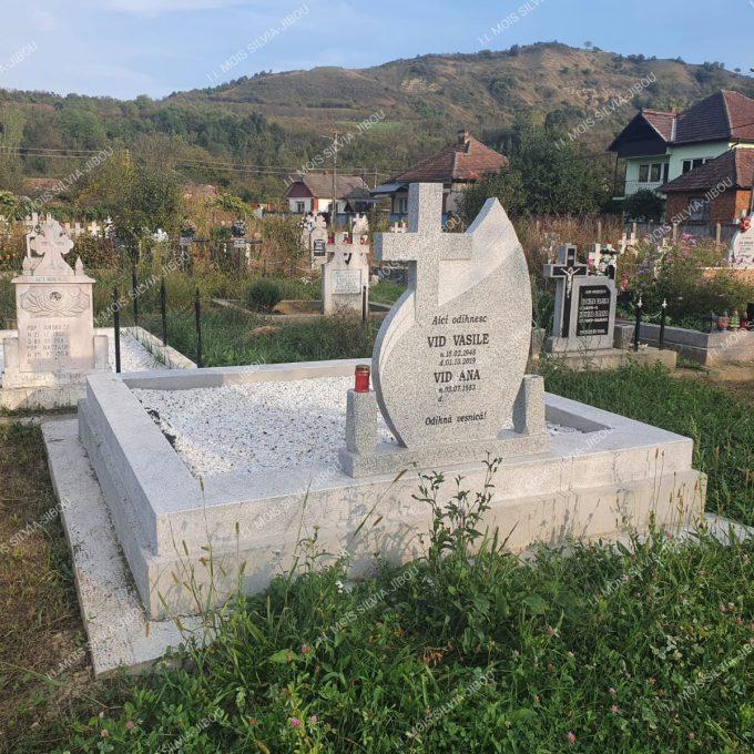 Monument funerar cu mozaic si cruce din Granit model 19