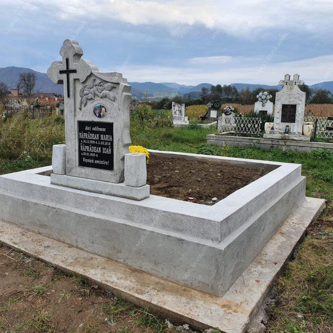 Monument Funerar cu Cruce, Vaze si Postament din Mozaic model 21