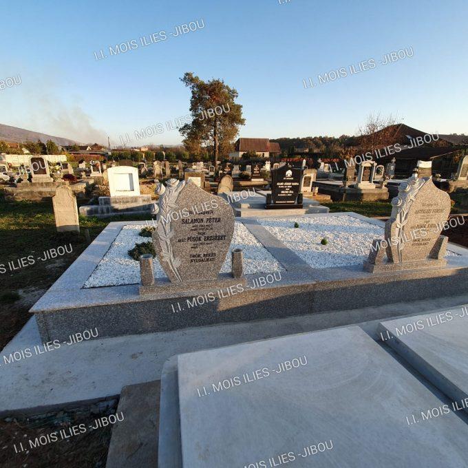 Cruce sculptata din granit si placare monument funerar cu granit model 24