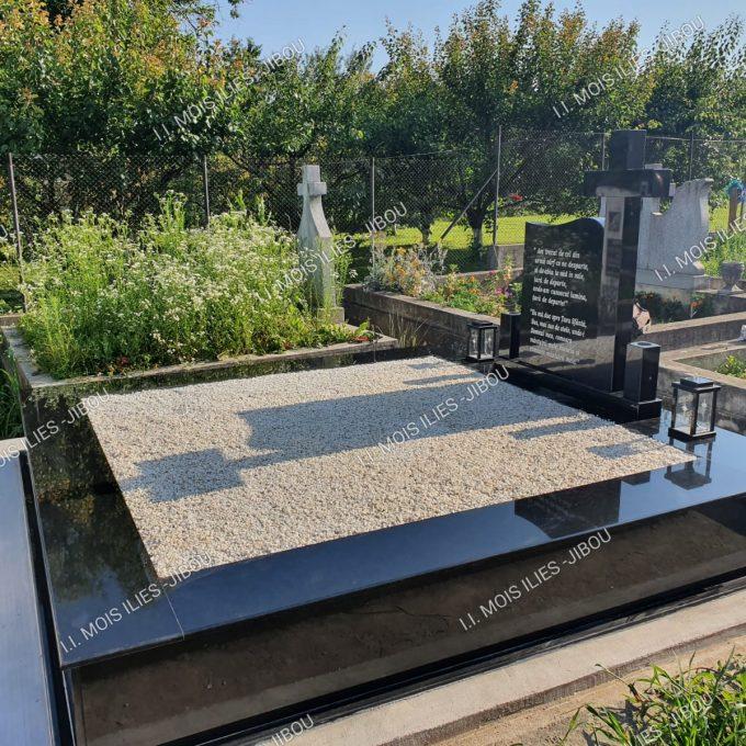 Monument Funerar placat cu granit negru si cruce granit model 23
