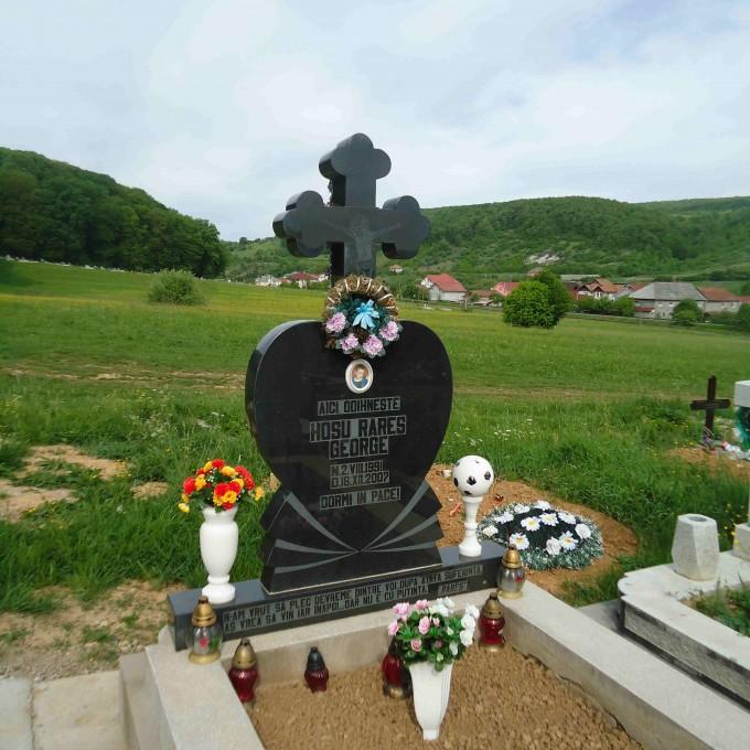 Monument +Cruce Granit+Bordura Simpla Lucrare 5