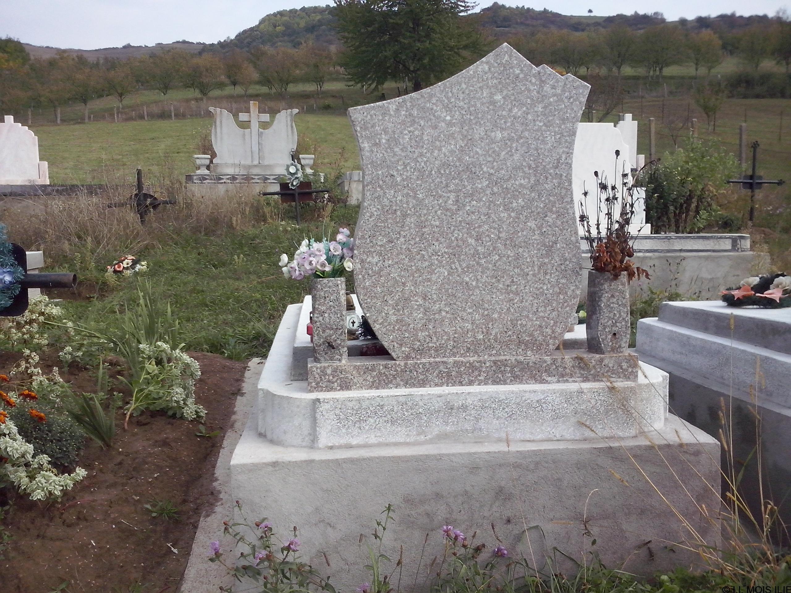 Monument +Cruce Granit+Bordura Simpla Lucrare 7