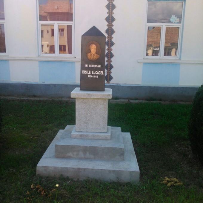 Monument Omagial Model 1