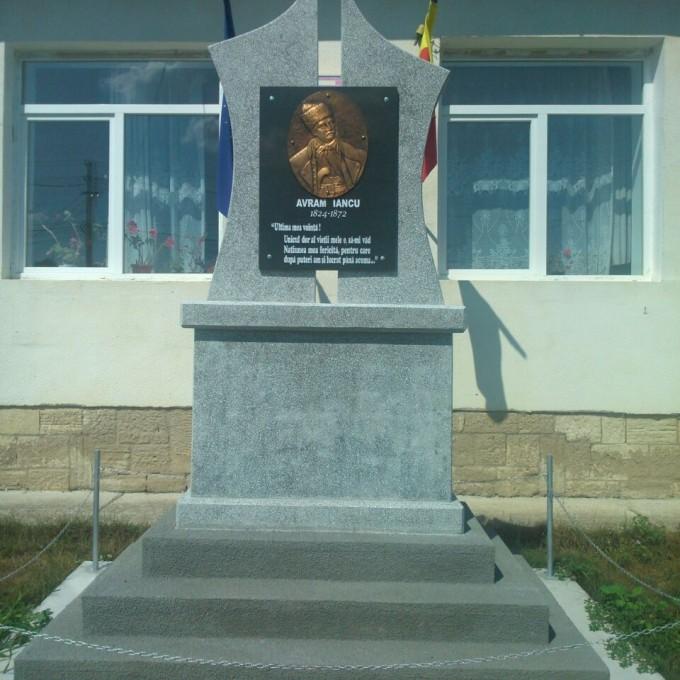 Monument Omagial Model 2