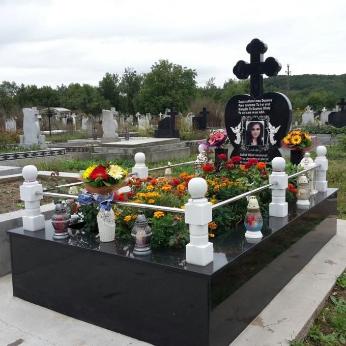 Monument Funerar Granit Negru Model 9