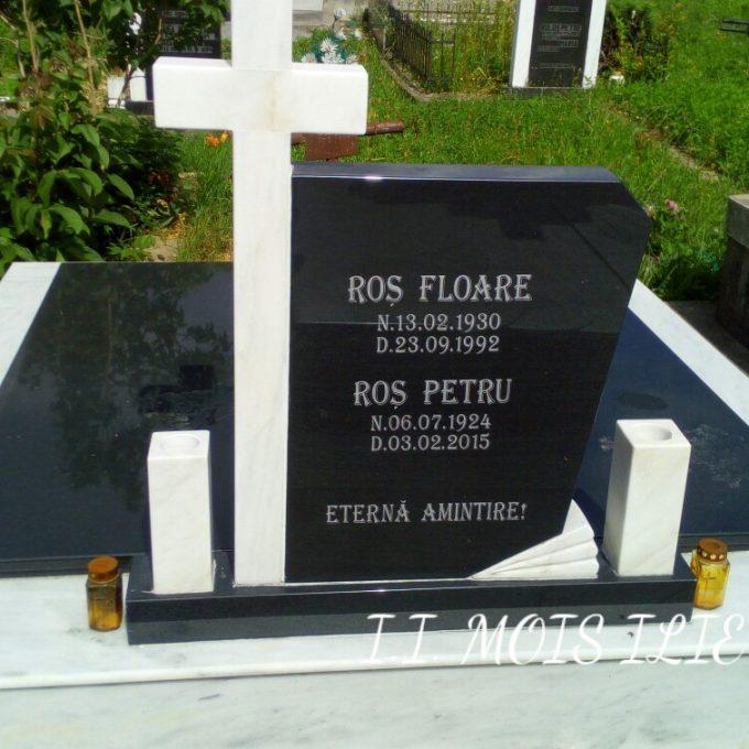 Monument Funerar Capace din Granit Negru si Cruce Marmura 1