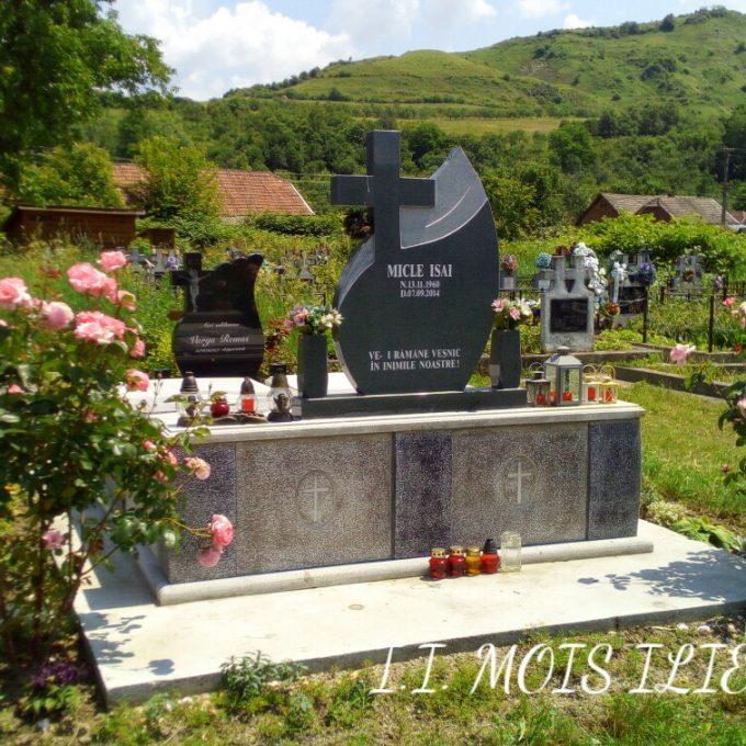 Monument Funerar Granit Gri si Capace Mozaic 1