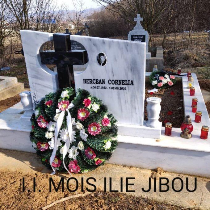 Monument Maramura Alba + Cruce Granit Negru + Cadru Marmura Alba Model 1 v1