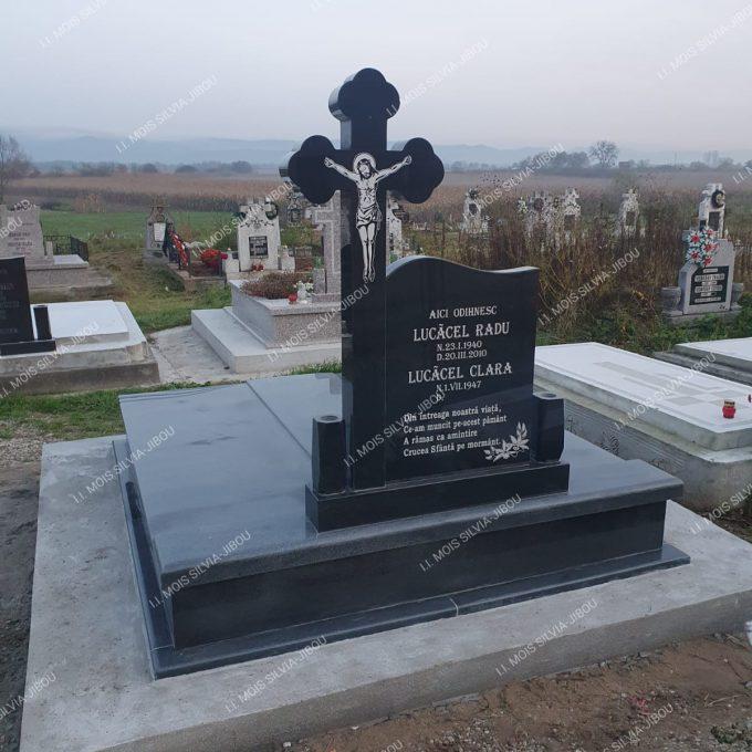 Cadru gri inchis din granit si cruce din granit negru model 25